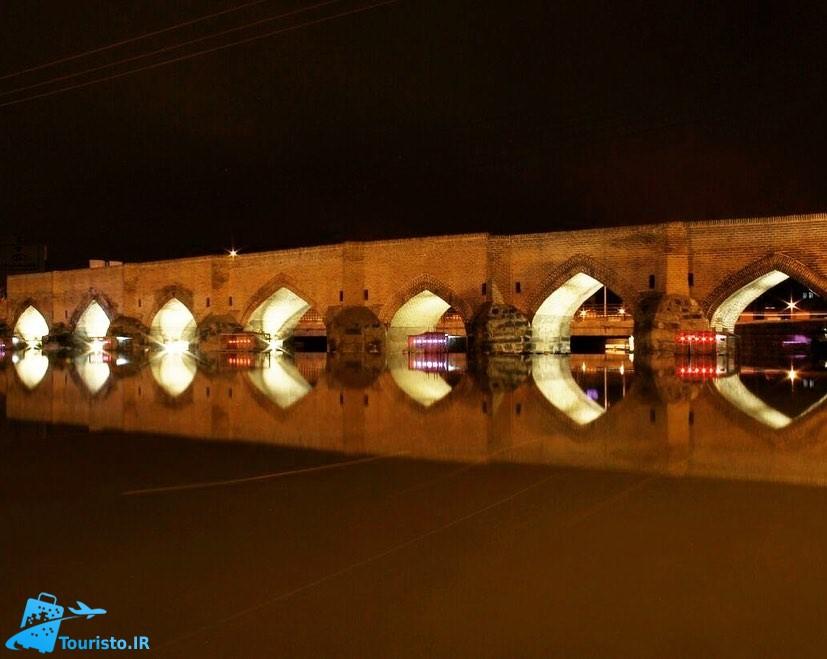 عکس پل هفت چشمه در شب